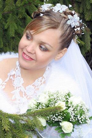 прическа кок за сватба с цветя