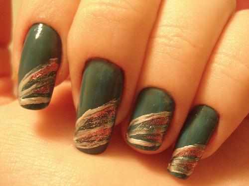 красиви декорации на нокти в зелено