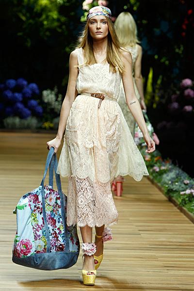 Dolce and Gabbana рокля дантела