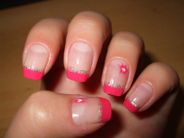 Френски маникюр с розови връхчета