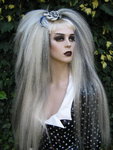 изключително дълга руса коса пънкарска