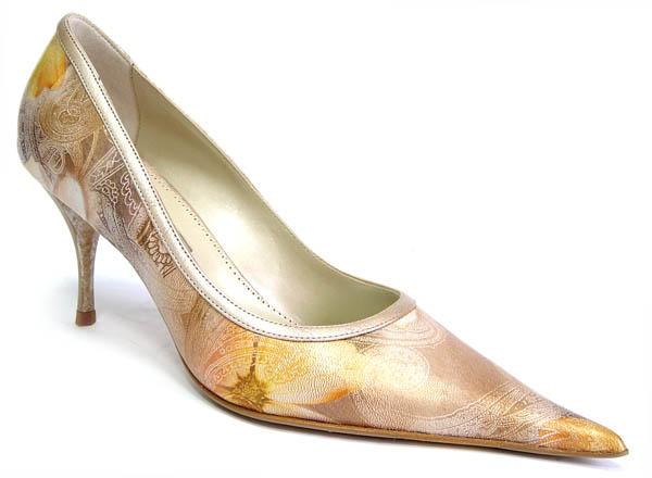 Елегантни дамски обувки в златно