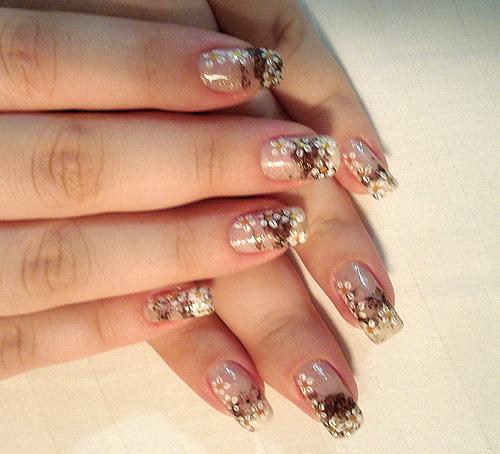 красиви декорации на нокти с маргаритки