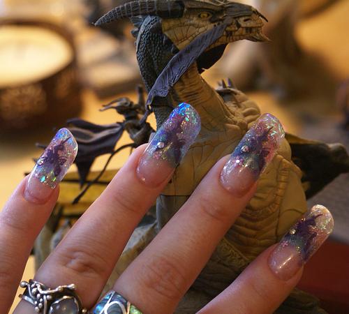 Маникюр с декорации дракон