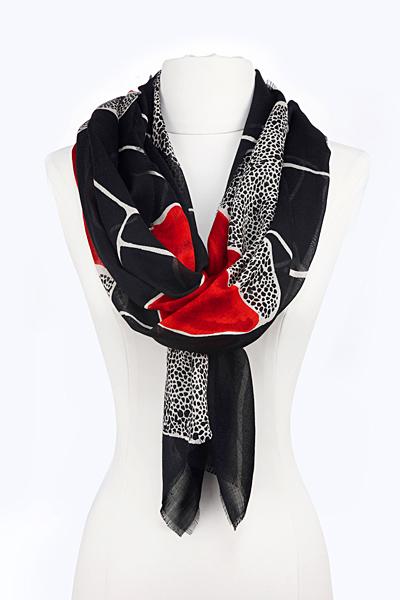 Шал черно и червено с животински мотив петна Diane von Furstenberg Есен-Зима 2011