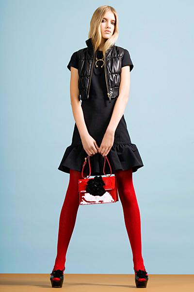 Черна къса рокля с волан Предесенна колекция Cheap and Chic от Moschino 2011