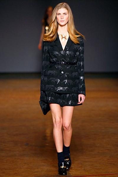 Къса разкроена пола и сако в черно с животни принт Marc от Marc Jacobs Есен-Зима 2011