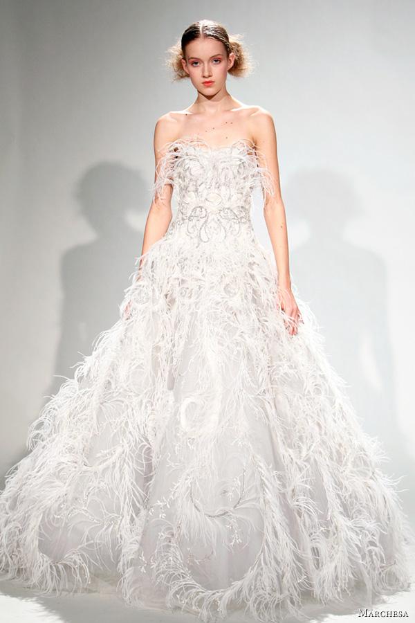 Булчинска рокля с пера Marchesa Есен-Зима 2011