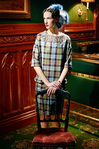Предесенна колекция на Dior за 2011 рокля каре с ръкав 3/4