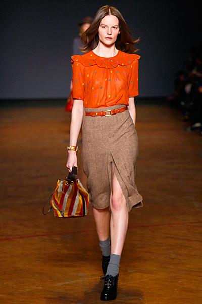 Пола с висока талия с цепка отпред и оранжева риза на цветни петна Marc от Marc Jacobs Есен-Зима 2011
