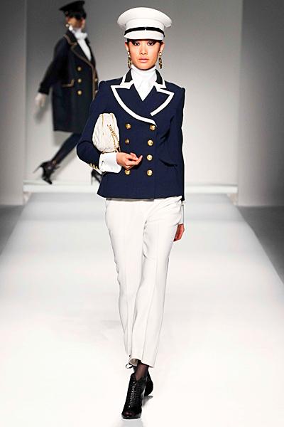 Моряшки костюм с панталон Есен-Зима 2011 Moschino