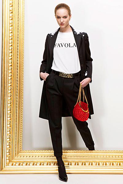 Панталон с дължина 7/8 с брич и черно сако Предесенна колекция Moschino 2011