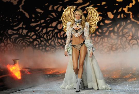 Ефектно бельо Шоуто на Victoria's Secret 2011