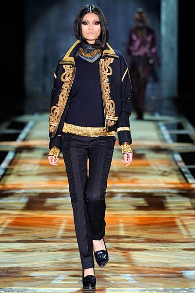 Тесен панталон с ръб и късо палто с бродерия Есен-Зима 2011 Roberto Cavalli