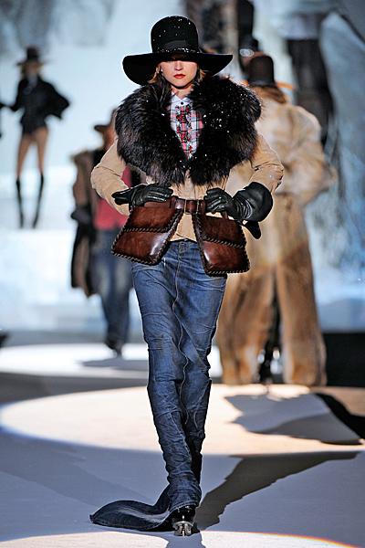 Дълга дънкова пола и късо палто с кожена яка Есен-Зима 2011 Dsquared2