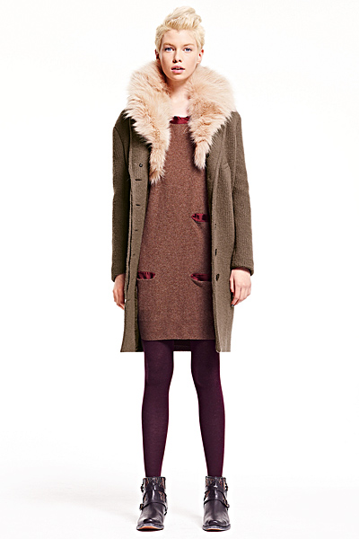 Бежова рокля и палто с кожена яка See Есен-Зима 2011 от Chloe
