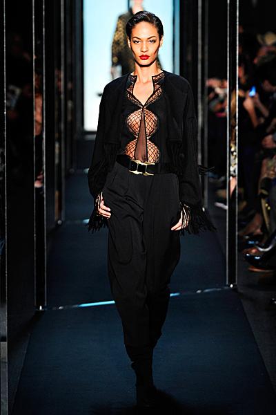 Предизвикателно изрязана блуза в черно с широк панталон Есен-Зима 2011 Diane von Furstenberg