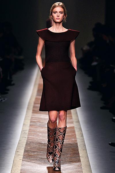 Изчистена рокля в тъмно кафяво без ръкави Есен-Зима 2011 Valentino