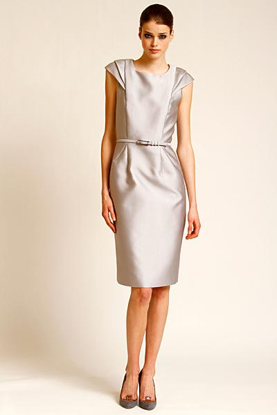 Строга изчистена рокля сив металик Предесенна колекция Carolina Herrera 2011