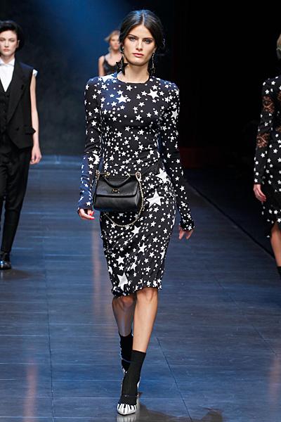 Черна елегантна рокля под коляното на бели звезди Есен-Зима 2011 Dolce and Gabbana