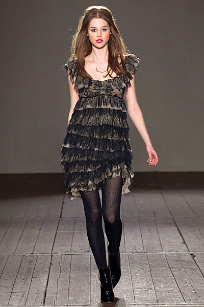 Ефектна коктейлна рокля в кафяво и черно Cheap and Chic Есен-Зима от Moschino 2011