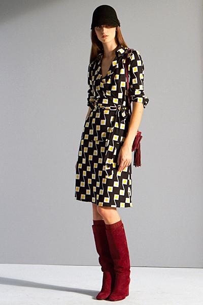 Тъмно кафява рокля на жълти квадрати Предесенна колекция на Diane von Furstenberg 2011
