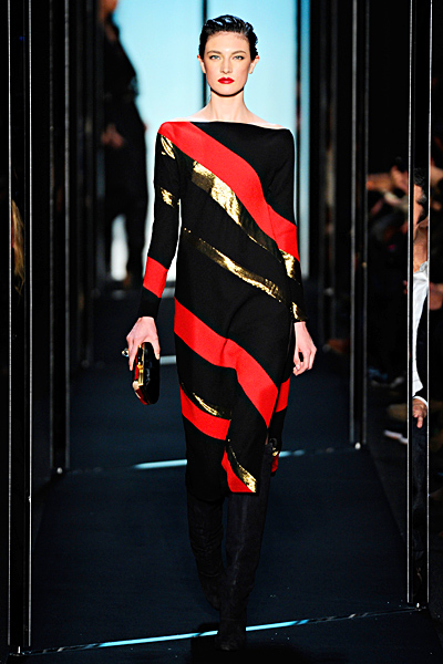 Черна права рокля с диагонални райета в златисто и червено Есен-Зима 2011 Diane von Furstenberg