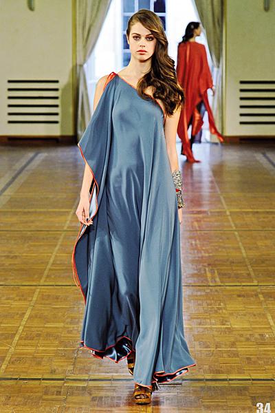Синя свободна рокля с едно рамо Есен-Зима 2011 Alexis Mabille