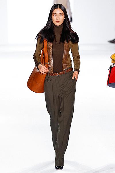 Широк панталон  с басти и ръб, поло блуза и жилетка в кафяво Есен-Зима 2011 Chloe