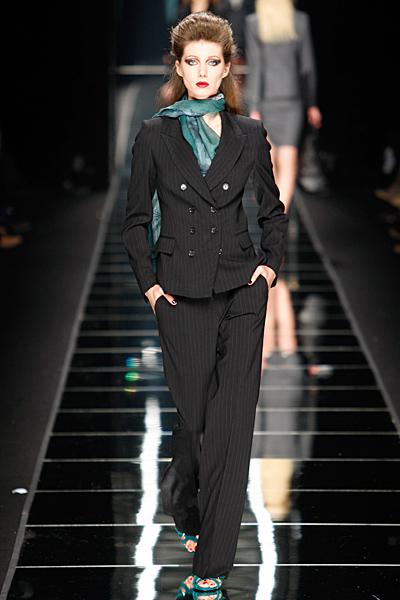 Костюм панталон дълъг с ръб и сако в черно John Richmond Есен-Зима 2011