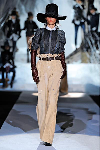 Широк бежов панталон висока талия и дънкова риза Есен-Зима 2011 Dsquared2