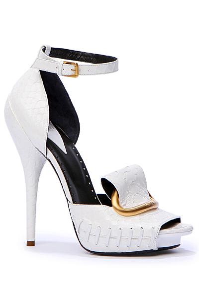 Бели обувки на ток с каишка лачена кожа Versace Есен-Зима 2011