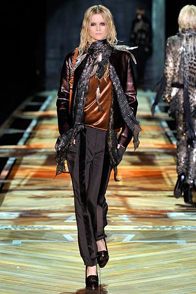 Широк панталон с ръб и тъмно късо яке Есен-Зима 2011 Roberto Cavalli