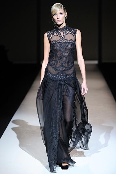 Черна елегантна рокля с дантела Есен-Зима 2011 Alberta Ferretti