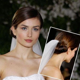 Сватбена прическа за дълга коса събрана отзад ниско