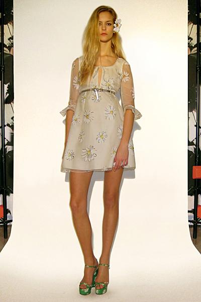 Бежова рокля с 3/4 ръкав Предесенна колекция Dolce and Gabbana 2011