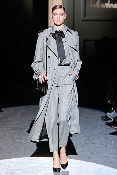 Панталон с ръб, сива риза с панделка и сиво палто Есен-Зима 2011 Salvatore Ferragamo