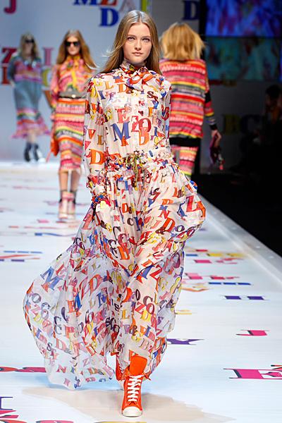 Ефирна рокля дълга с ярки надписи Есен-Зима 2011 D and G