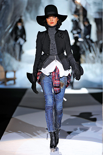 Тесни дънки, пуловер с плетеница и черно сако Есен-Зима 2011 Dsquared2