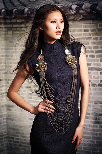 Делова рокля с бижу акцент Есен-Зима 2011 Shanghai Tang