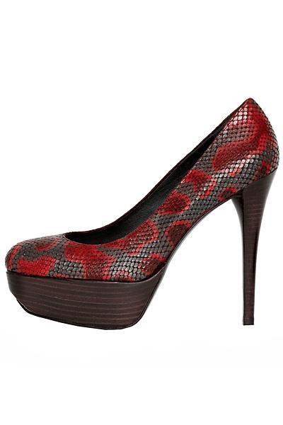 Обувки на ток с платформа змийска кожа с червени петна Stuart Weitzman Есен-Зима 2011