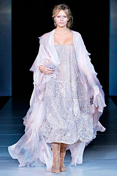 Ефирна рокля без презрамки и наметало Есен-Зима 2011 Giorgio Armani