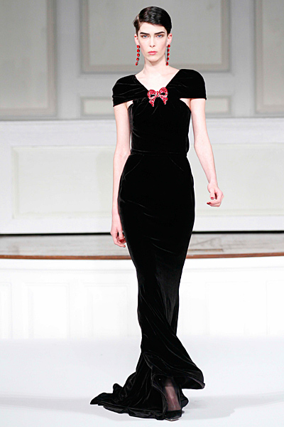 Елегантна черна рокля с панделка Есен-Зима 2011 Oscar de la Renta
