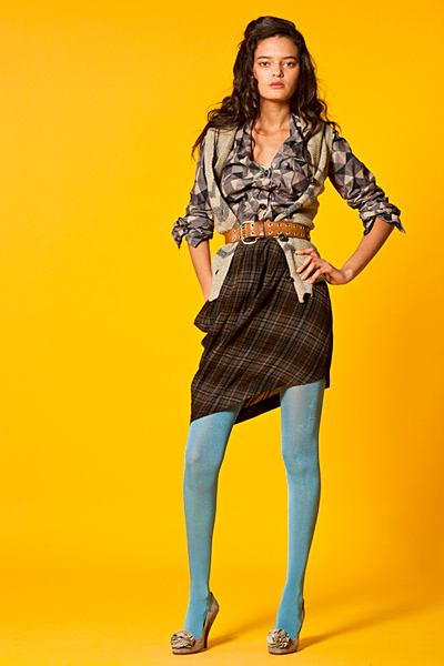 Пола в диагонално каре, риза на квадрати и елек Anglomania Есен-Зима 2011 от Vivienne Westwood
