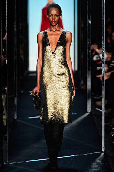 Златиста рокля до коленете с дълбоко деколте Есен-Зима 2011 Diane von Furstenberg