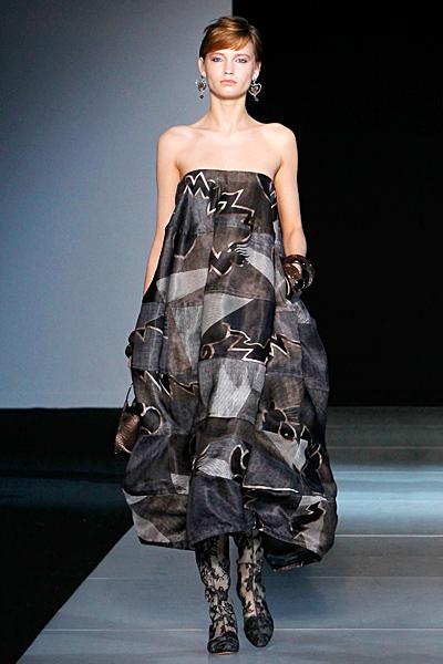 Разкроена рокля без презрамки Есен-Зима 2011 Giorgio Armani