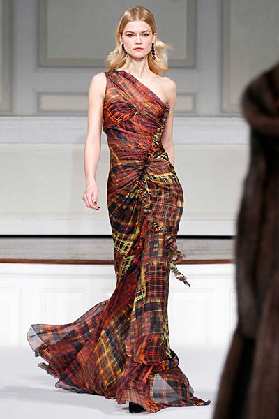 Елегантна дълга рокля с едно рамо многоцветна Есен-Зима 2011 Oscar de la Renta