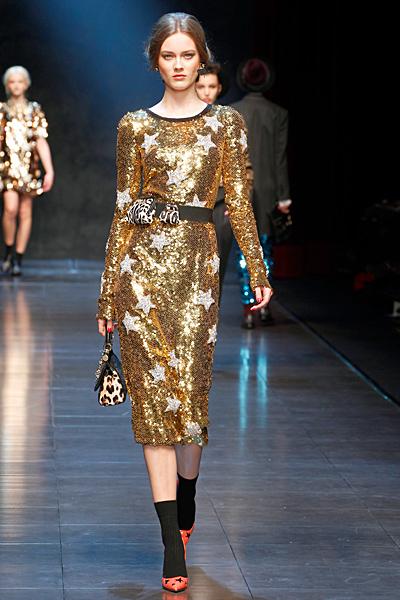 Златиста блестяща рокля Есен-Зима 2011 Dolce and Gabbana