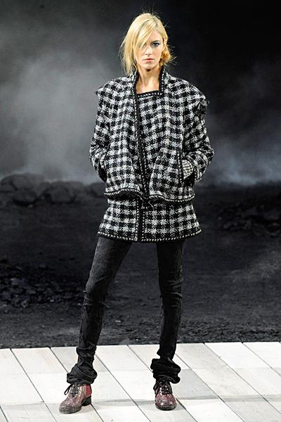 Палто и елек комплект каре Есен-Зима 2011 Chanel