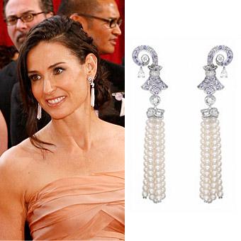 Деми Мур също на Оскарите 2010 с обеци с висящ пискюл от диаманти и перли от Van Cleef